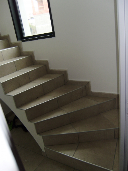 Carrelage design escalier carrelage moderne design for Revetement sol interieur pas cher